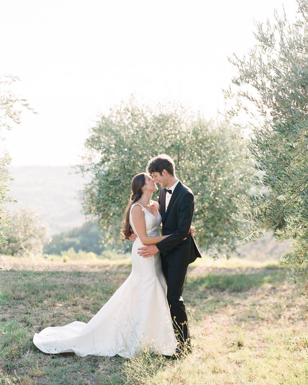 Be still, my beating heart! Destination weddings in Tuscany are all I can think about and this local planner-meets-tour guide was just what the doctor ordered! #tuscanwedding #italywedding #destinationwedding