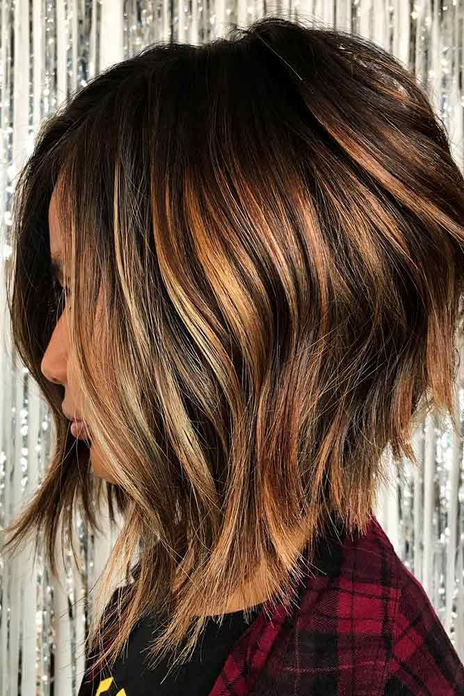 Medium Length Inverted Bob With Highlights #hairhighlights #brownhair ★ All the inverted bob hairstyles: stacked, choppy, short, curly, with side bangs, with layers, are gathered here! #glaminati #lifestyle #invertedbob