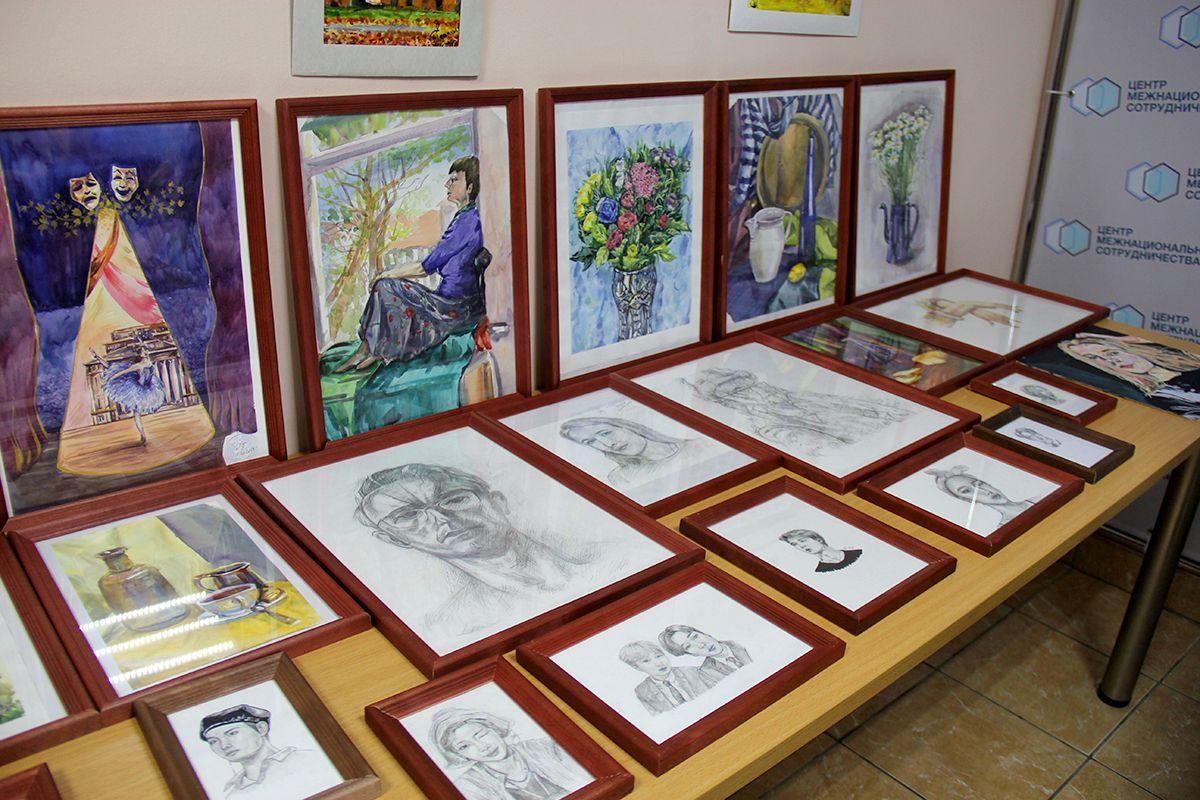 Работы Анны на выставке. Фото Жени Шведы