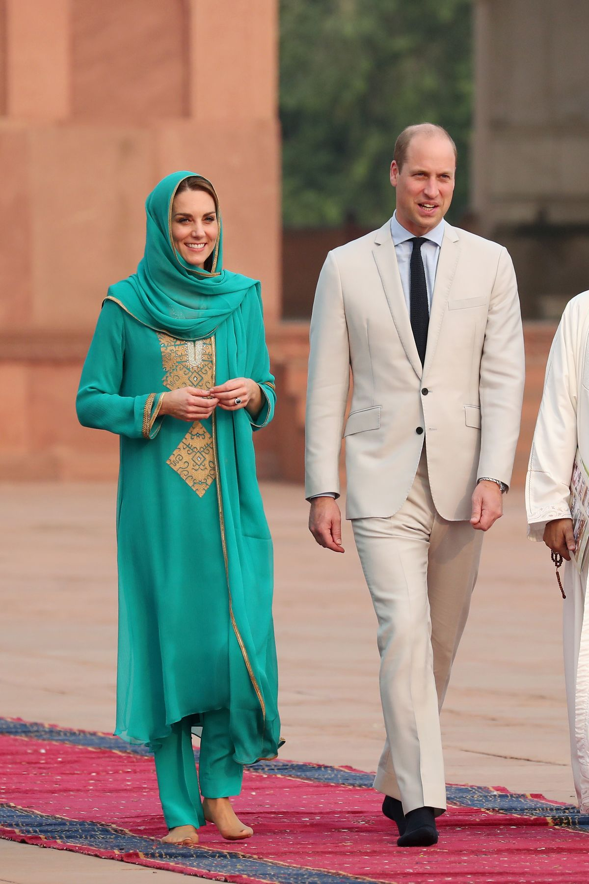Kate Middleton Is The Master Of Diplomatic Dressing During The Royal Tour Of Pakistan