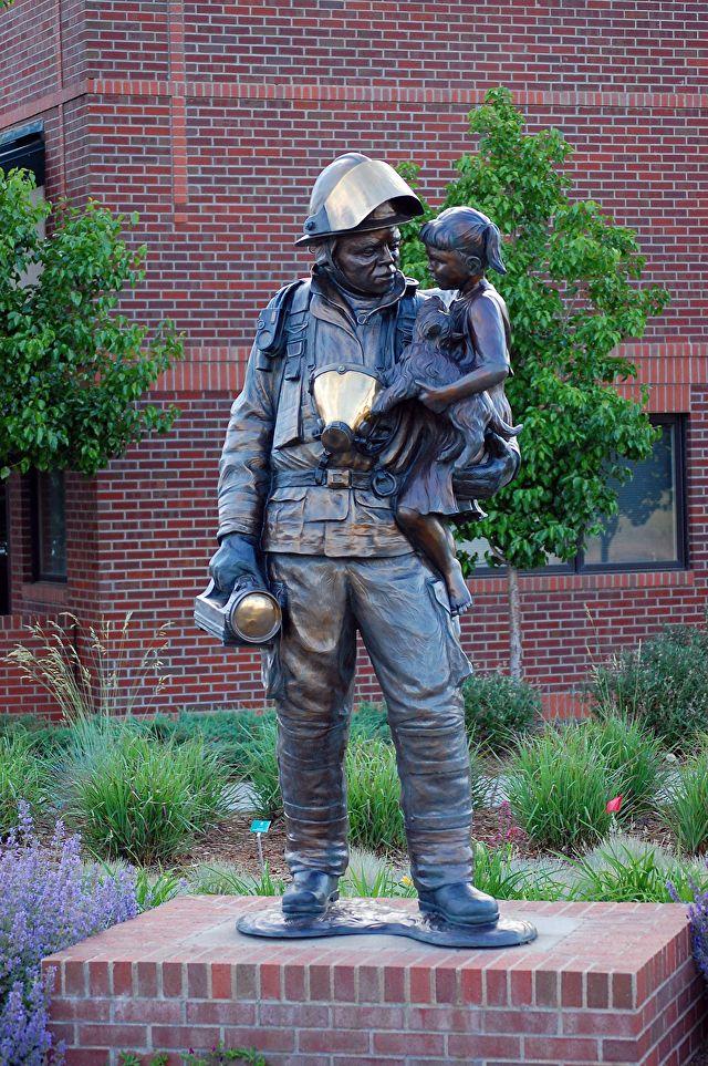 Reunião I. Bronze. Gary Alsum (escultor americano).
