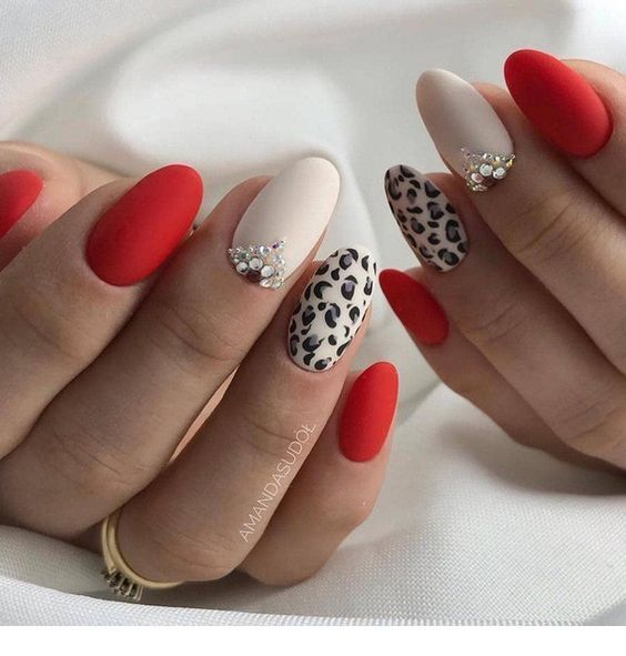 Nice red nails with leo print