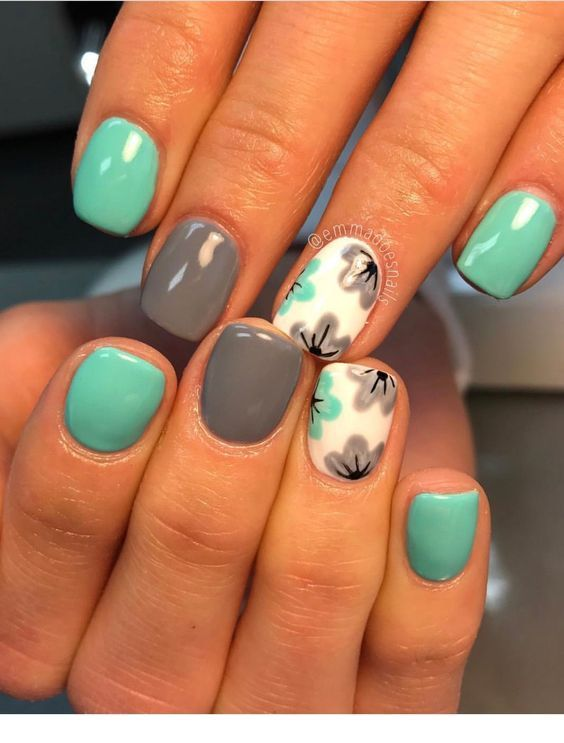 Nice blue and grey manicure with flowers