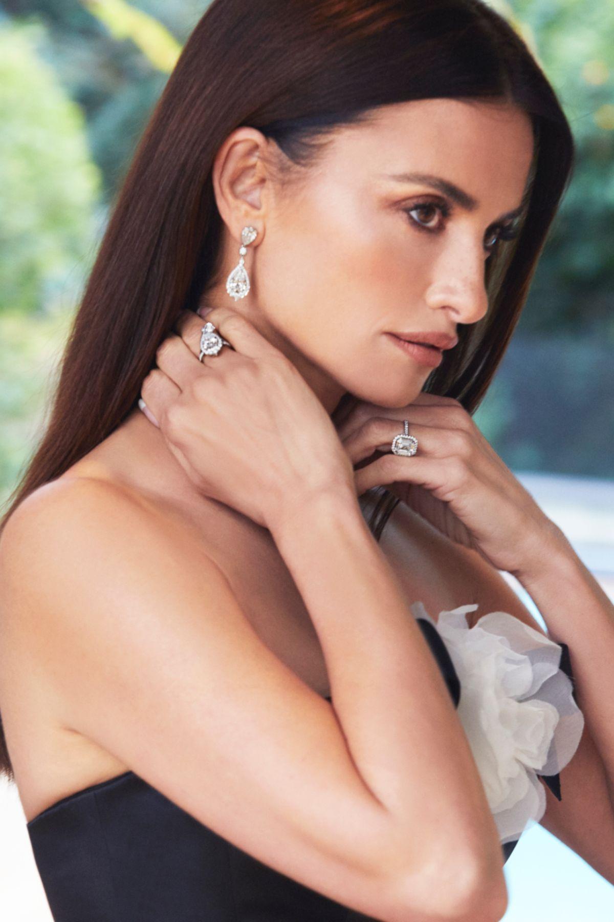 Penelope Cruz Debuts Dazzling Atelier Swarovski Fine Jewelry at the Oscars