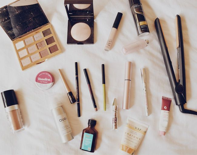 Today, @eunicechun shares what's in her beauty bag!