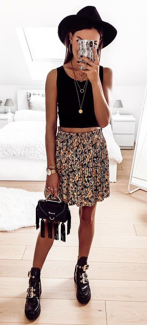 black sleeveless crop top #summer #outfits