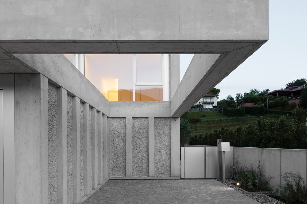 Situated on a former vineyard in Switzerland's Comano Hills, DF_DC's Concrete Villa is inspired by its geometric site. The form of the dwelling takes after...