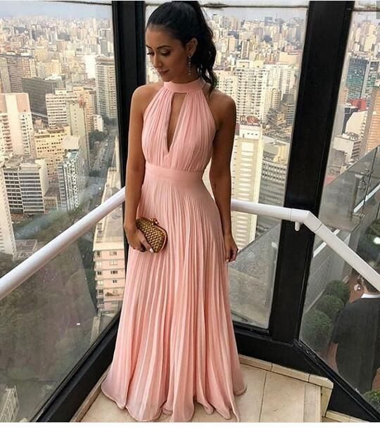 Chic long light pink dress with a gold bag