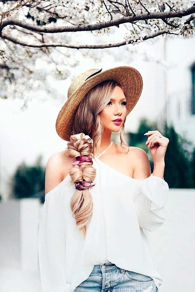 Side Braid With Hat #summerhat #sidebraid ★ Spring break is approaching, and easy hairstyles that look pretty will come in handy whether you have an active or a passive vacation. See our collection. #glaminati #lifestyle #easyhairstyles