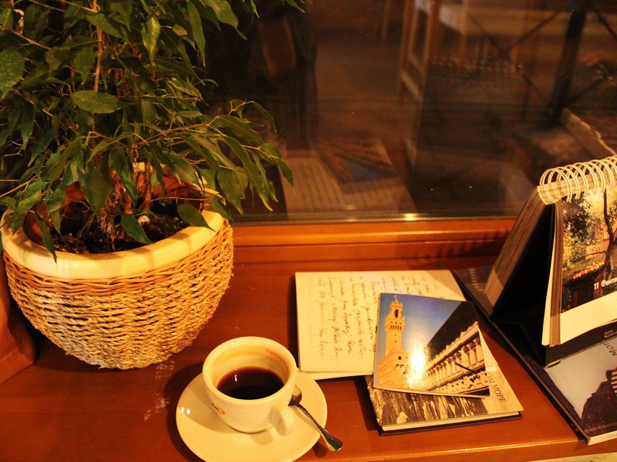 Чашечка ароматного кофе в творческой атмосфере. Фото Евгении Шведы