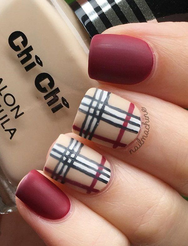 Plaid designs are modern for a few winters when we talk about wardrobe but also in the world of manicure. Here are nicely arranged red, nude, black and white color … Be free to wear this manicure …