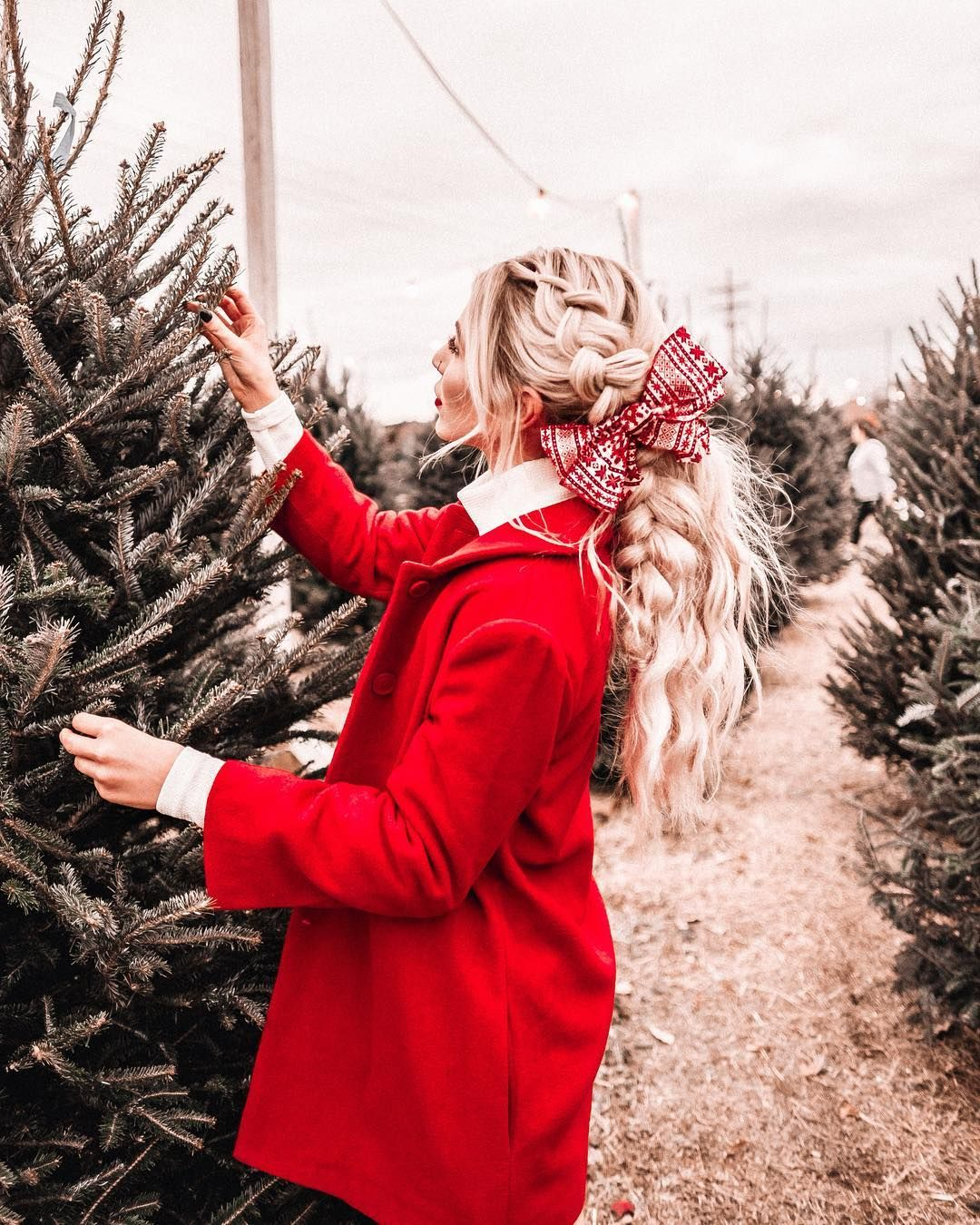 "Kayla on Instagram: ""spread christmas cheer! ✨ another magical hairstyle by @alex_haircraft! • • • • • • • • • • • #americanstyle #beyondtheponytail #hairstyles…"""