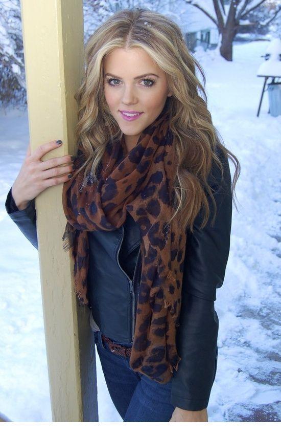 Nice leo winter scarf