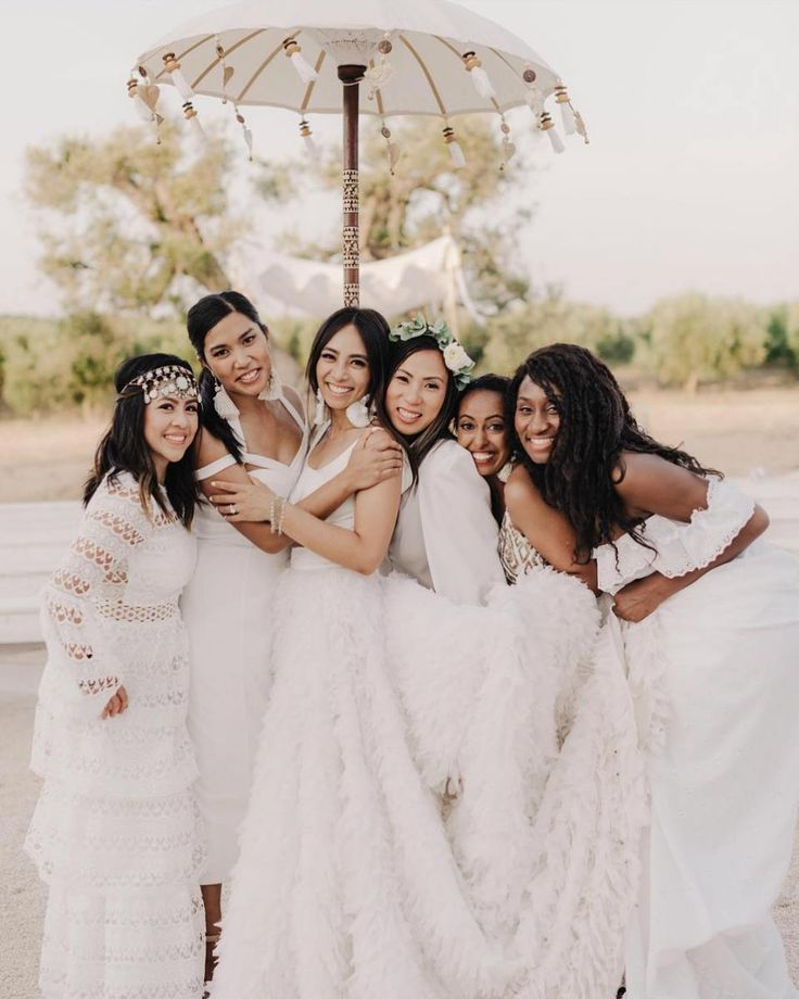 32 All White Bridesmaid Dresses #bridesmaidfashion #modernbridalpartylooks #mismatchedbridesmaiddresses