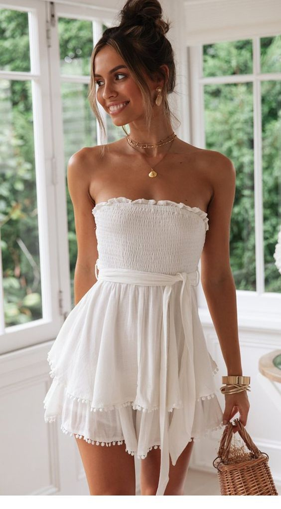 Sweet white summer dress with a nice bag