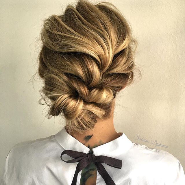 How beautiful is this UPDO created by one of my new favorite pages @sabrinadijkman @sabrinadijkman ✨ #beyondtheponytail