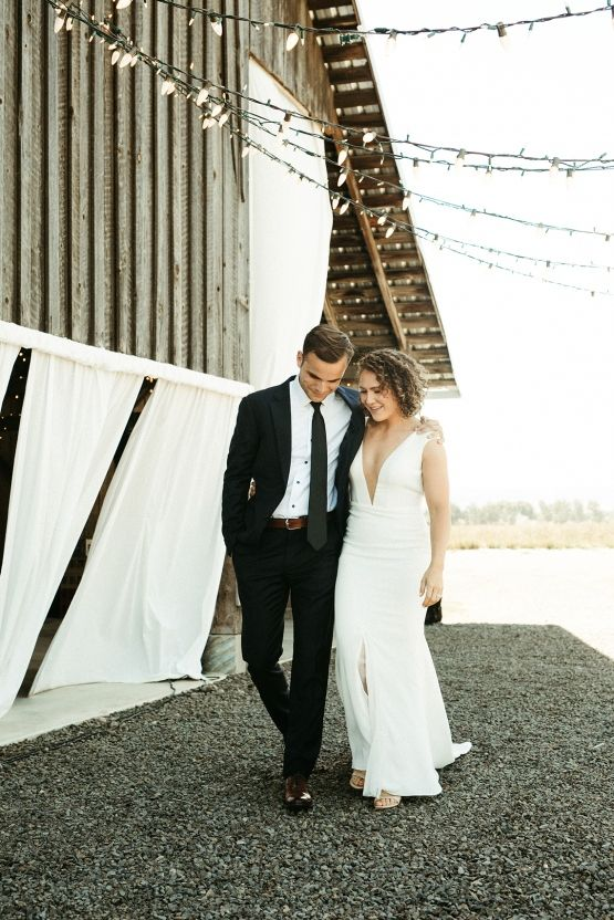 Joyous Oregon Berry Farm Wedding – Phil Chester – Peachy Keen Coordination – Hoffman Farm Store 5