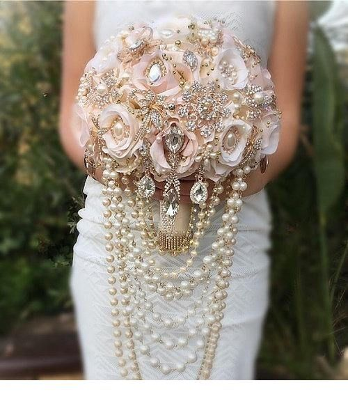 Glam bride bouquet