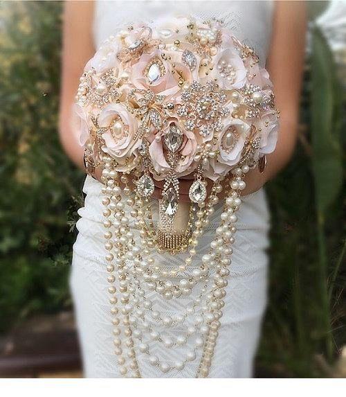 Glam bride bouquet