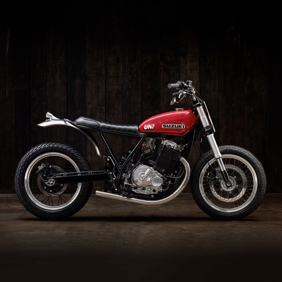 Suzuki's venerable DR650 is bulletproof, easy to work on and extremely versatile. But in the looks department, it's far more utilitarian than it is stylish. So this sharp DR650-based street tracker from Oilbro Motorcycles of France is a breath of fresh air.