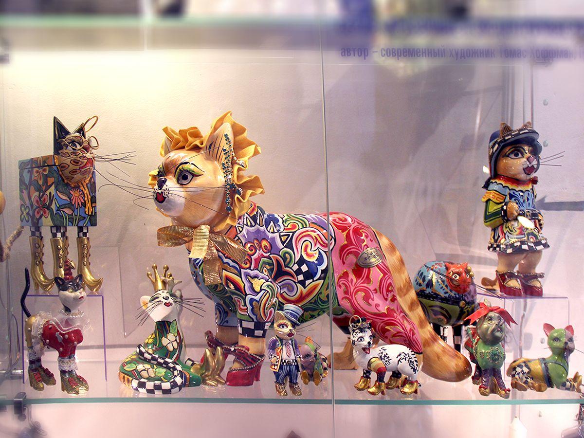 Красочные и эксцентричные кошки Томаса Хоффмана (Германия) в коллекции «Мурариума». Фото: Evgenia Shveda