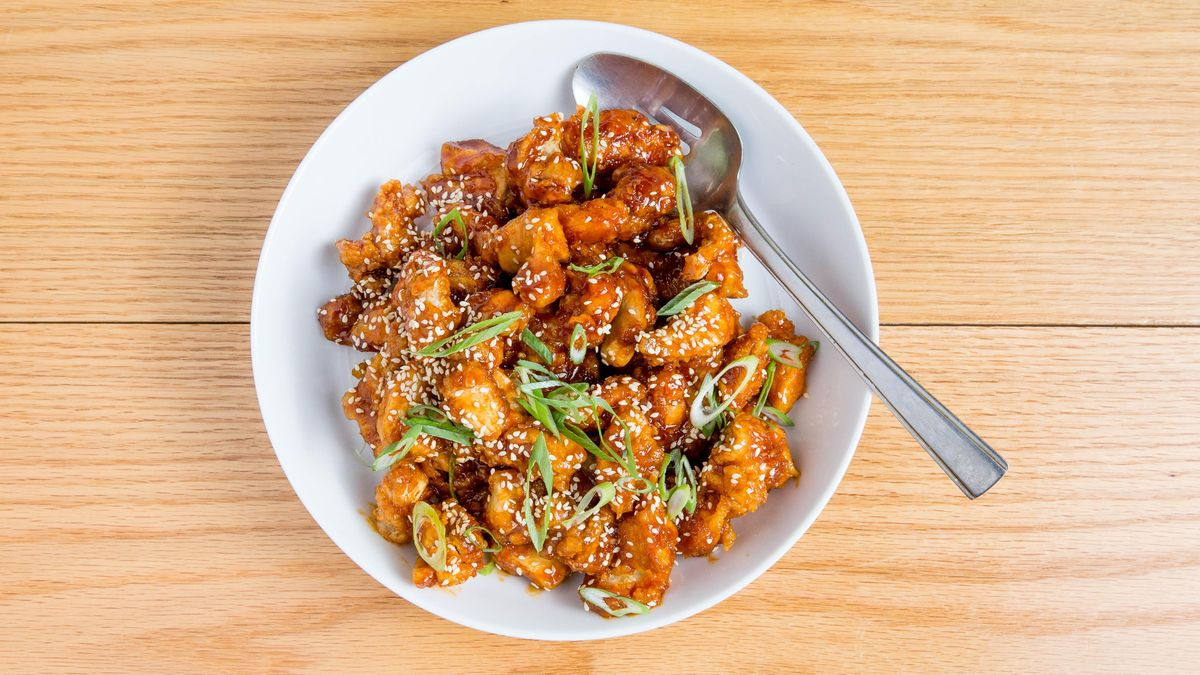 Question: Are you ready to indulge in this crunchy, sticky Korean-style popcorn chicken? 🧐 Answer: Heck yes 🥳  Save the recipe for Korean Popcorn Chicken!