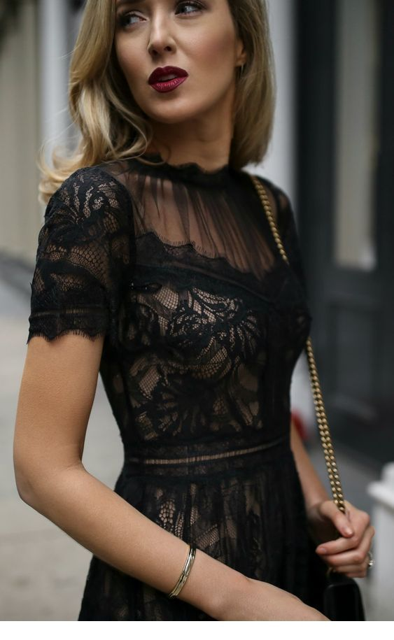 Chic black dress and the perfect makeup