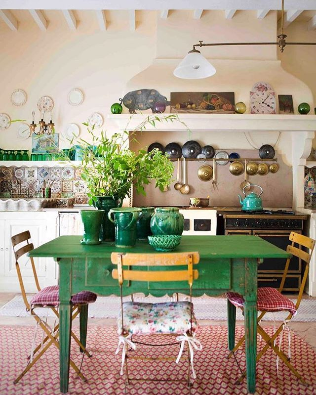 a colorful country kitchen in Provence *~* Interior by designer @enricastabile. Enchanting kitchen with lovely green table and stunning emerald green…