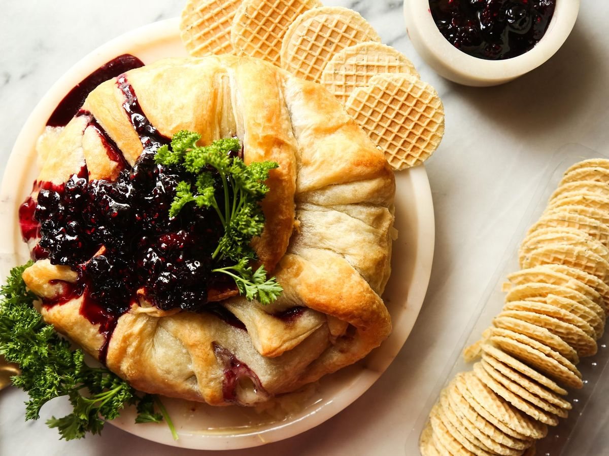 Get your fancy on with this crowd-pleasing Sweet Baked Brie! 💯  Save the recipe!