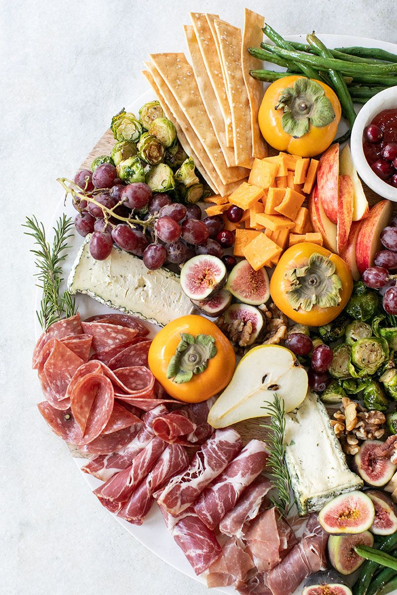 Thanksgiving is all about the feast, but during the afternoon, I like to serve some appetizers to snack on. This Thanksgiving appetizer and cheese platter is perfect for guests to graze while cooking the traditional turkey feast! #Thanksgiving #Appetizer #Cheeseboard #GrazingBoard #Easy