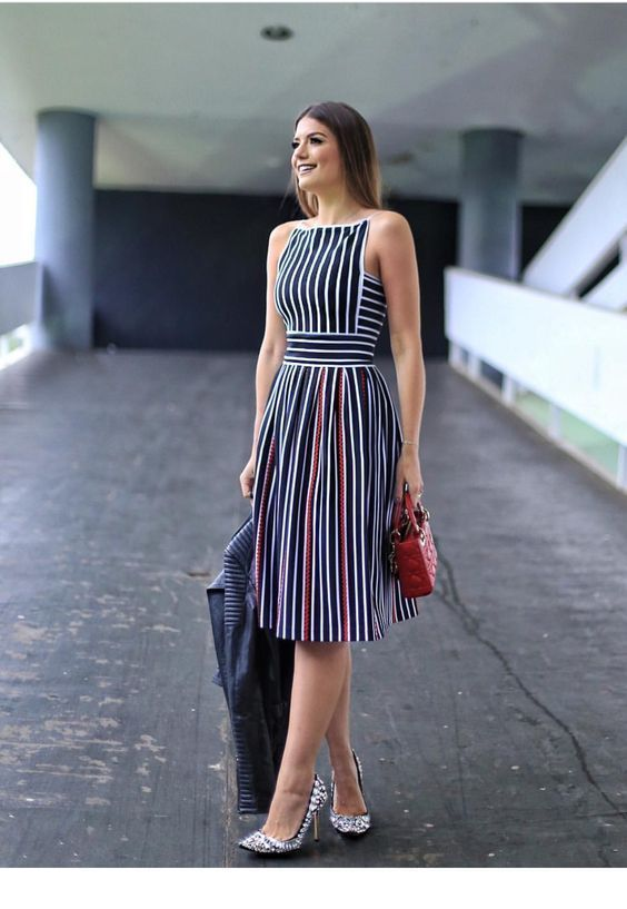 Awesome dress with line and little red bag