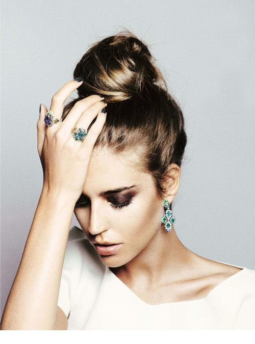 High bun and many accessories