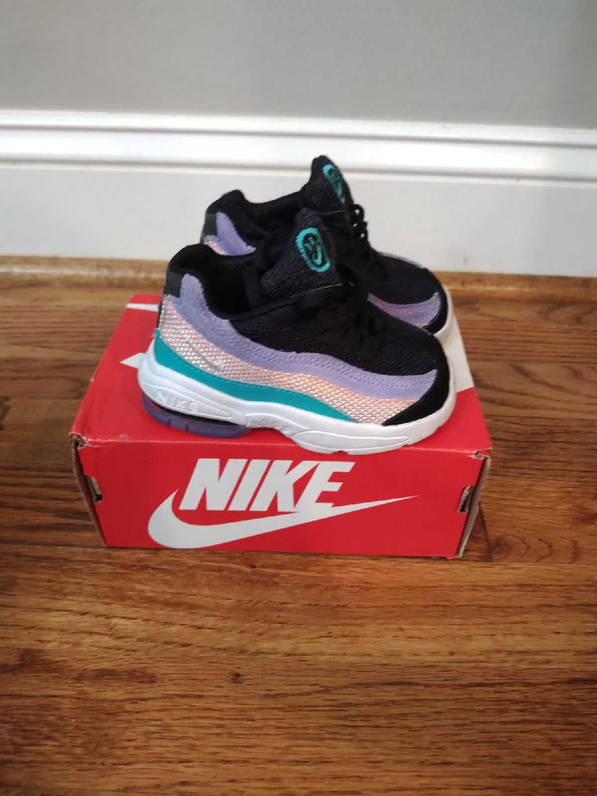 Air Max 95 girls size 5 toddler shoes barely worn.