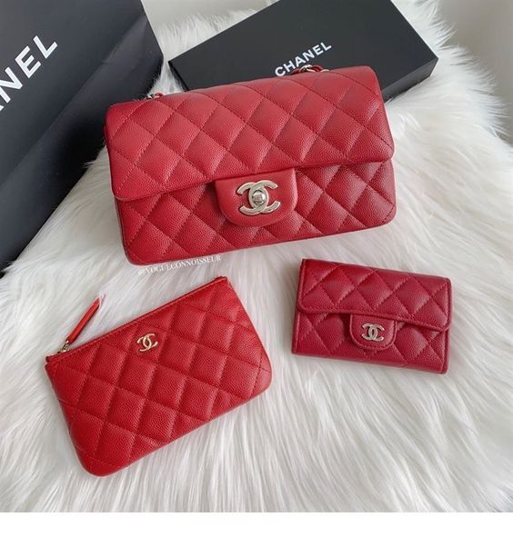 Chic red bags set