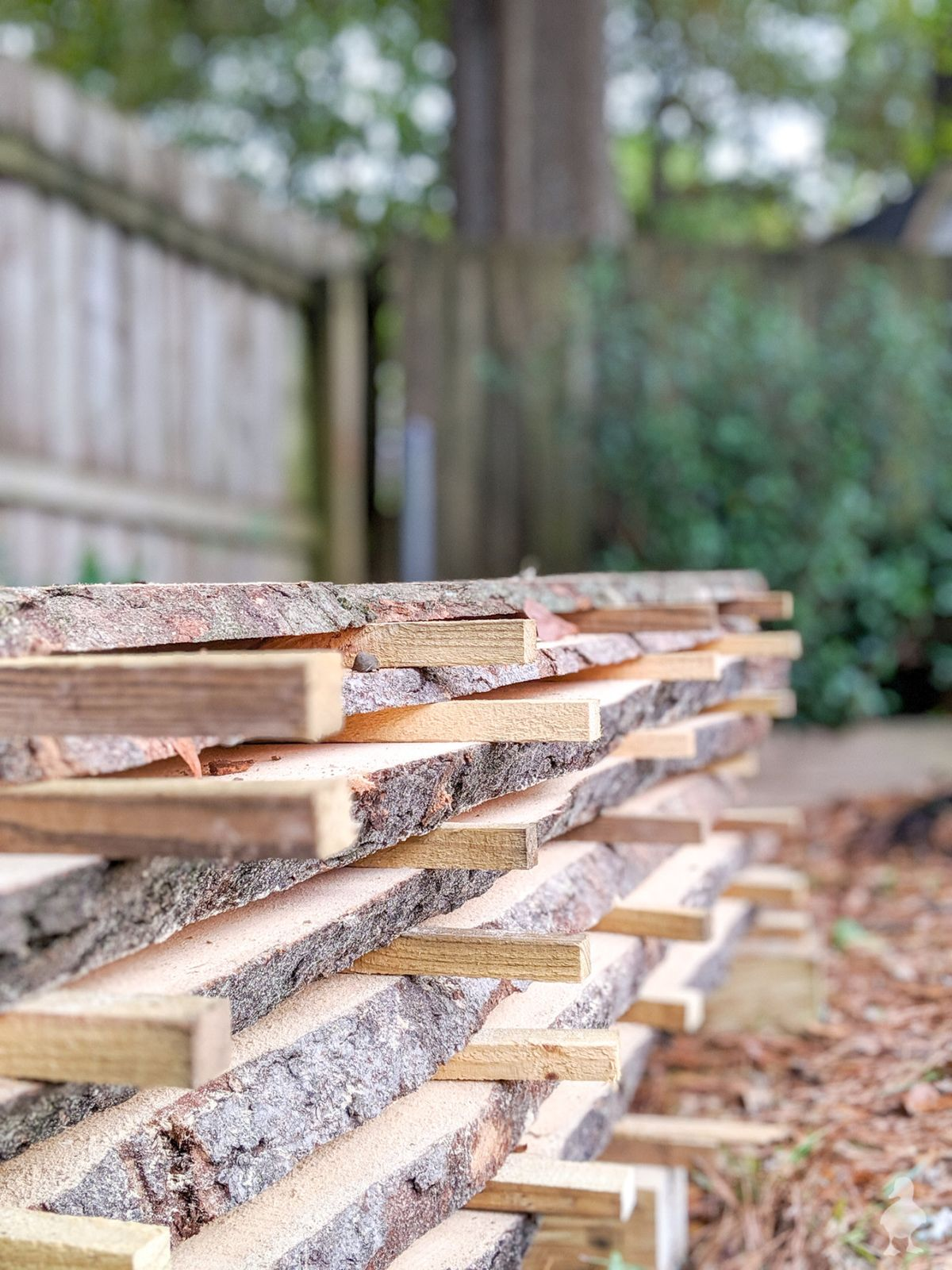 So neat! Portable wood milling is possible, even in the suburbs. If you cut down a beautiful tree, turn it into wood for a table or cutting board for years to come. We break down all the steps to save hardwood logs and what to expect by hiring a sawyer. #woodworking #woodslabs #lumber #woodmilling #stihl #chainsaw #hardwood #southernmagnolia #magnolia #ad