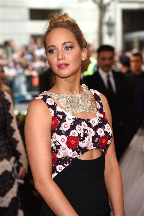 Jennifer Lawrence – Met Gala 2015 Hair and Make Up