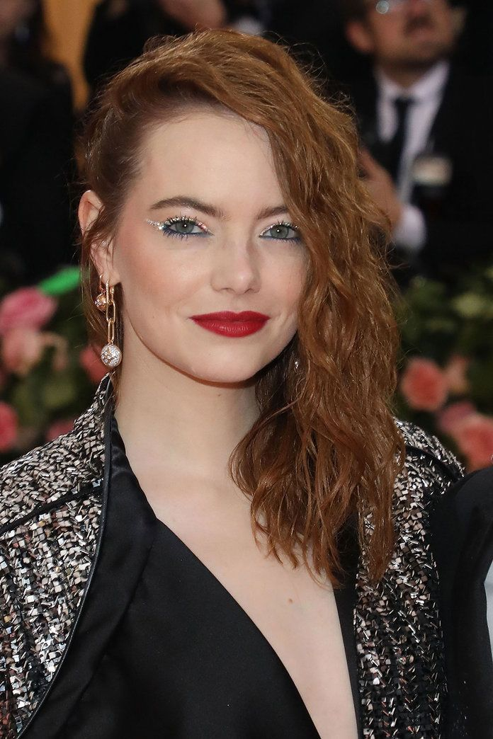 8 New Makeup Trends to Try This Fall — Glitter Eyeliner | #EmmaStone #MakeupTrends #Eyeliner #MakeupIdeas #FallMakeup