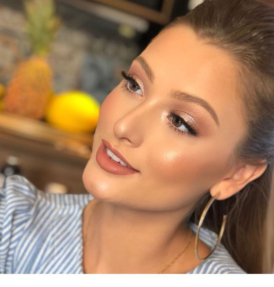 Glam makeup for summer