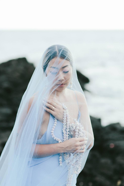 A Vibrant Destination Wedding on Kona Beach in Blue & Gold ⋆ Ruffled
