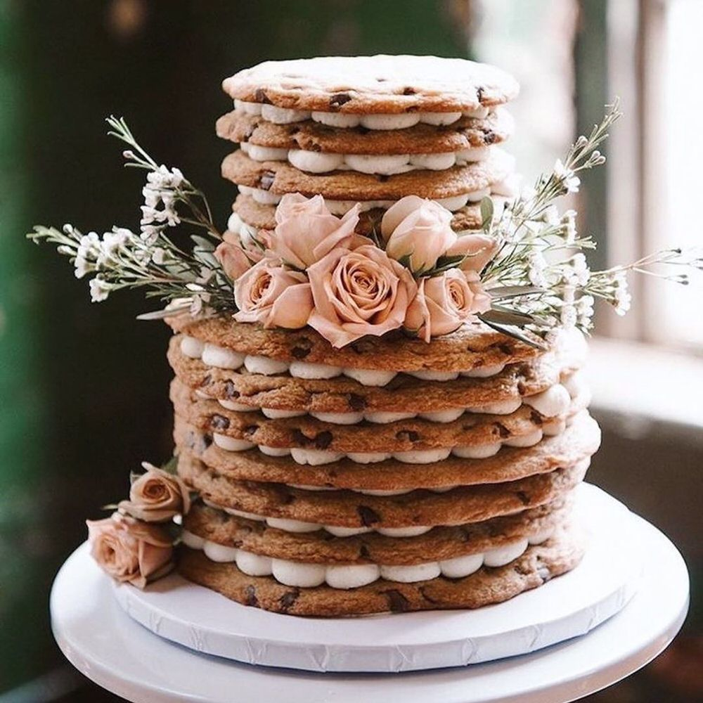 As if we couldn't possibly love cake any more, these gorgeous winter cakes make our love go just that much deeper. With breathtaking details and creative surprises, these winter cakes are sure to cure your winter weather blues!