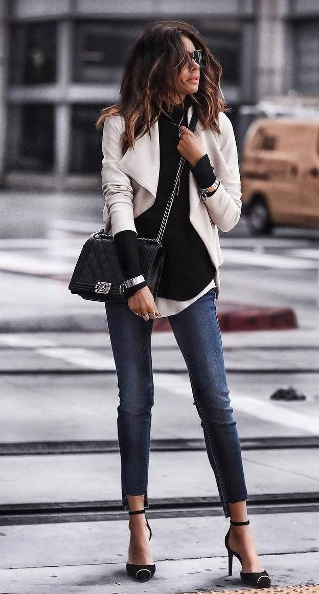 what to wear with a white blazer / black top crossbody bag skinnies heels