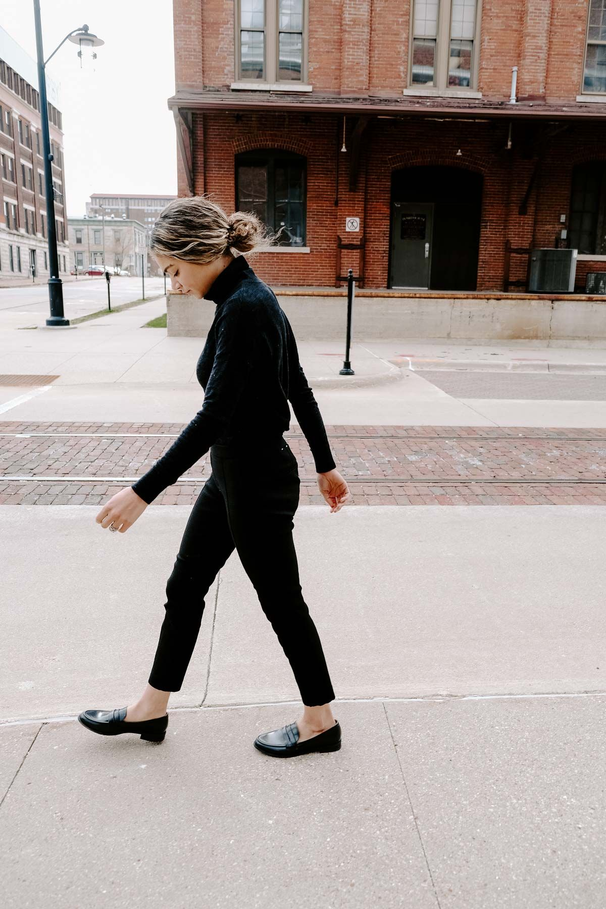 Audrey Hepburn's style is a great place to all your french outfit inspiration from. She was classic, timeless, and nailed Parisian chic! This all black outfit with loafers is simple, yet perfect.