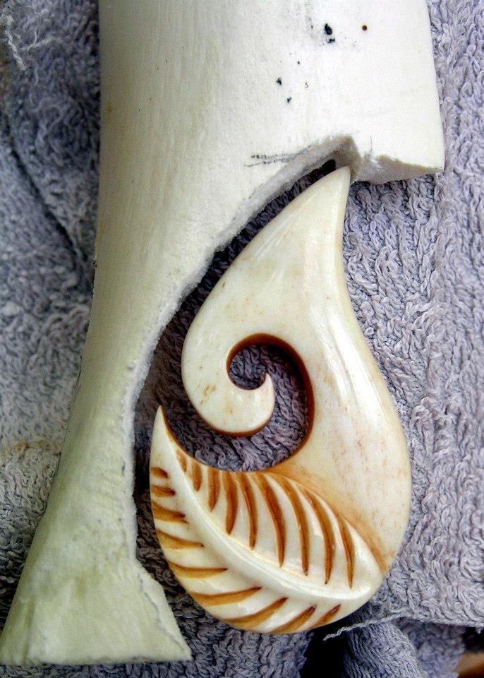 Hot sale new zealand maori handmade carved ox bone totem