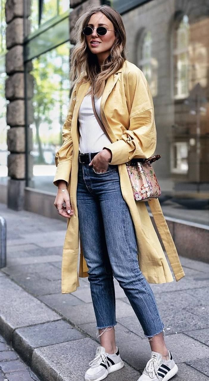 casual outfit inspiration_yellow coat + bag + jeans + sneakers + white top