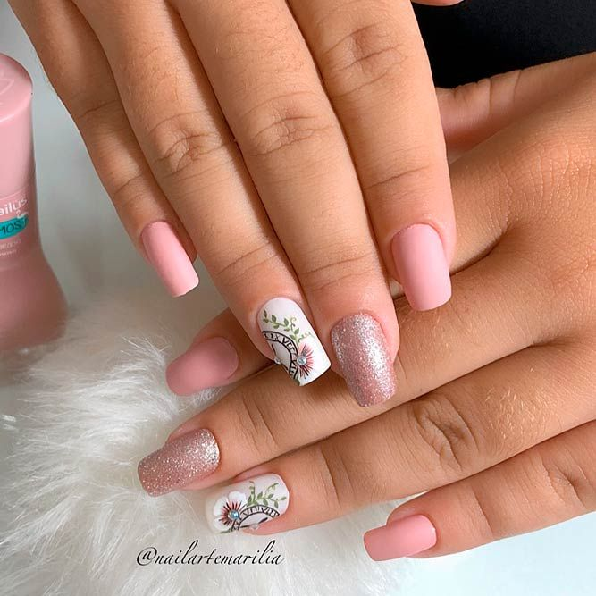 Light Coral Nail Art #coralnails #palenails ★ Which summer nail colors do you prefer, bright or more neutral? Explore trendy nail designs for the summertime 2018.  #glaminati #lifestyle #summernailcolors