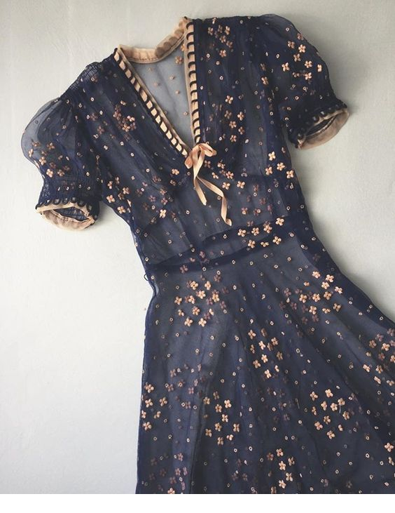 Glam navy dress with gold details