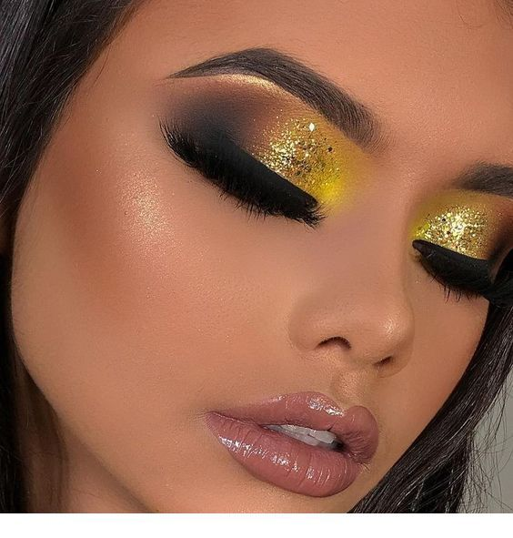Sweet yellow eye makeup and glossy lips