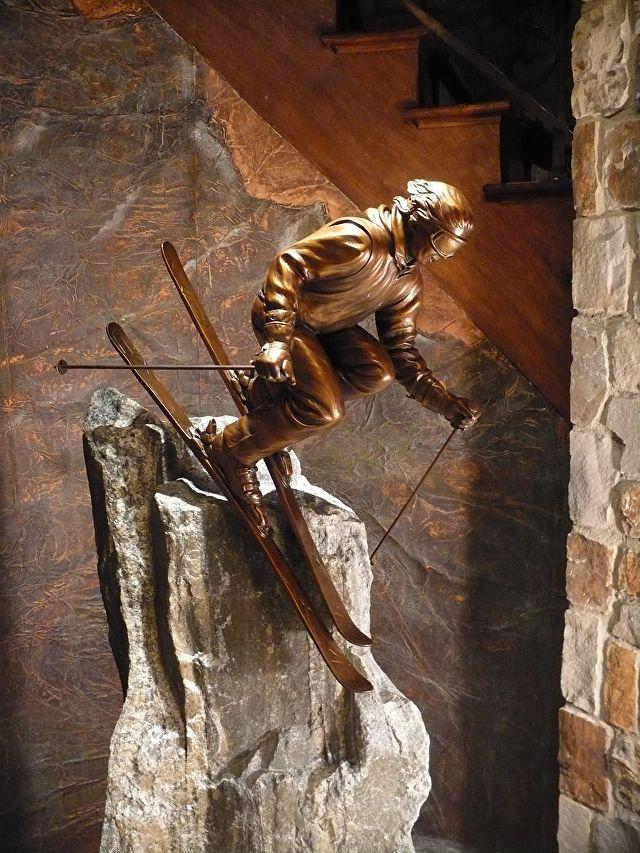 Extremo. Bronze. Gary Alsum (escultor americano). Produzido para um colecionador particular no Canadá.