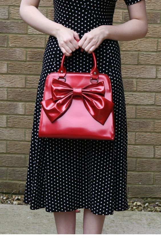 I love this red bow bag