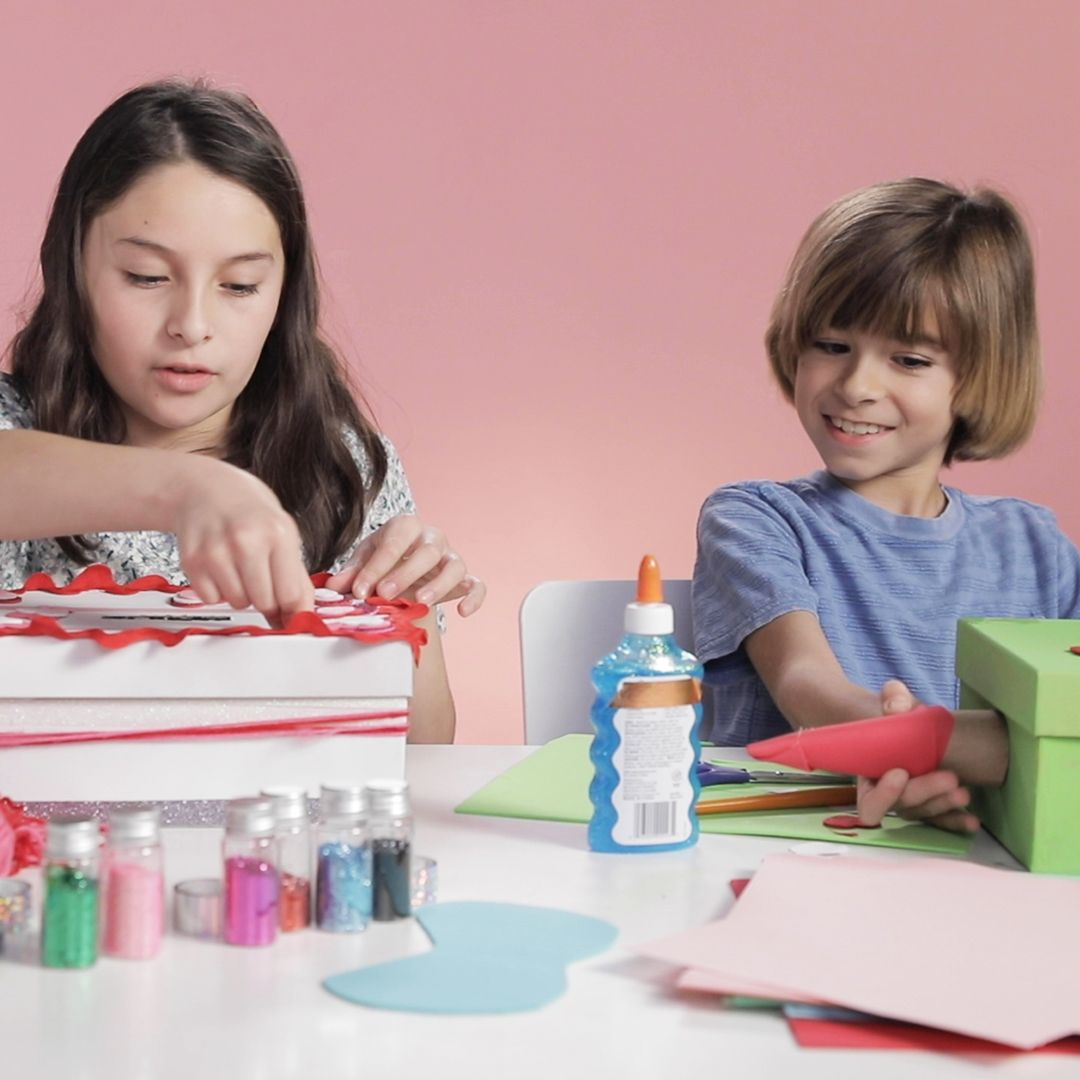 Kids Decorate Valentine's Day Mailboxes While Talking About Valentine's Day In 15 Minutes Or Less